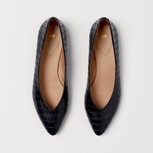 FINAL DROP ⬇️  NWOT Pointed Black Embossed Flats